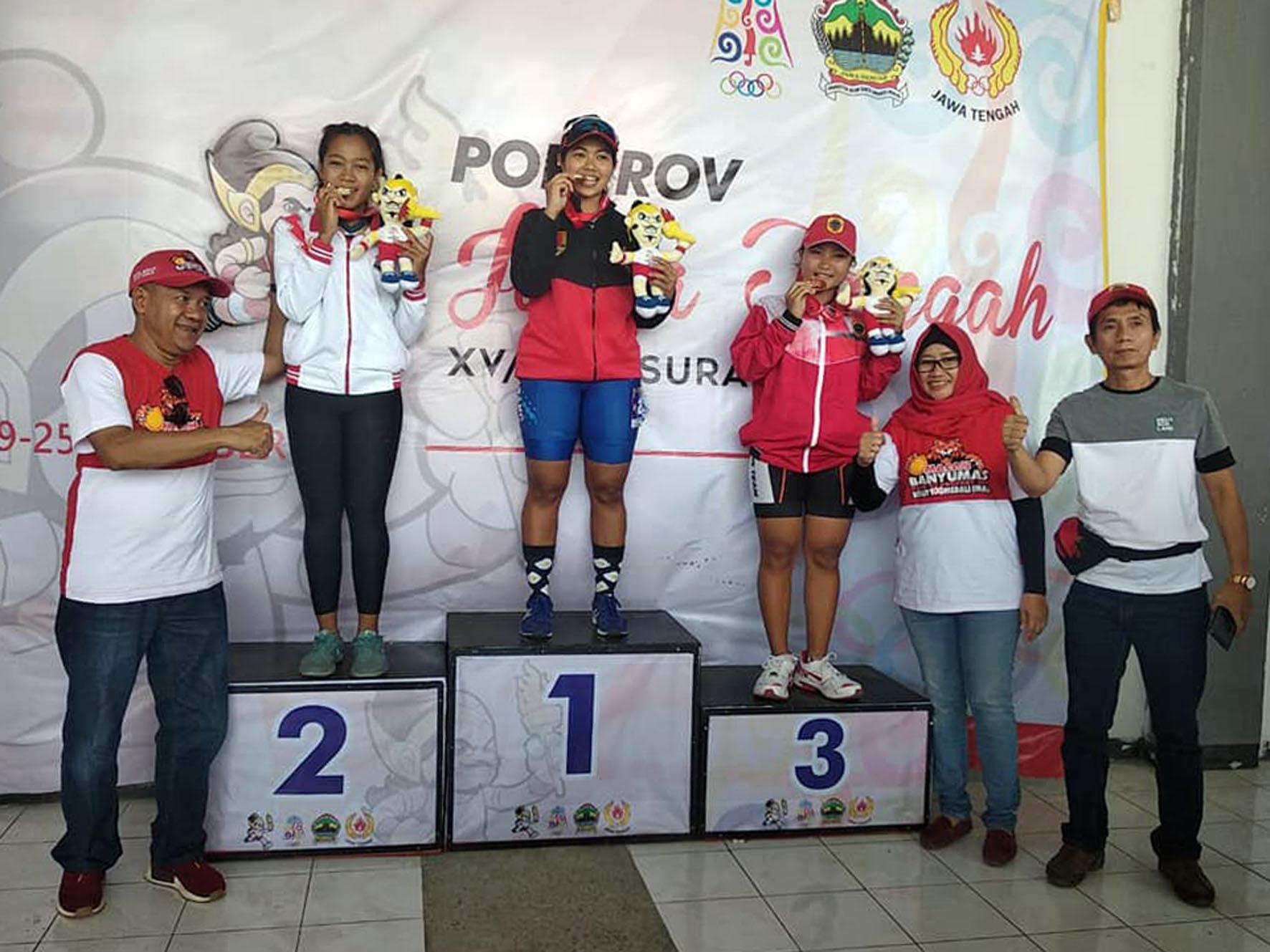 Tim sepatu roda Banyumas berpose usai pengalungan medali di GOR Manahan  Surakarta 2441a2c838